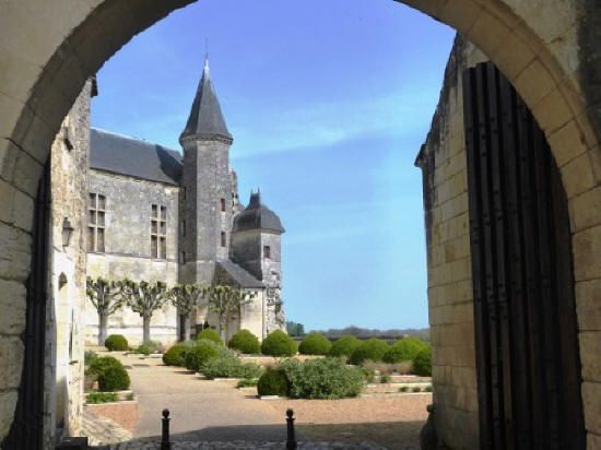 looking through the gates of Le Grand Pressigny chateau