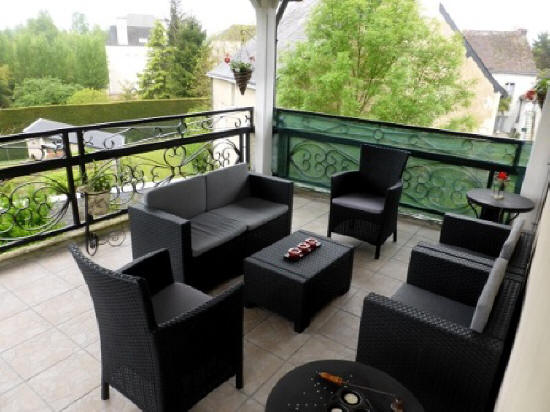 Seating on the balcony of Les Balcons rental house in Le Grand Pressigny