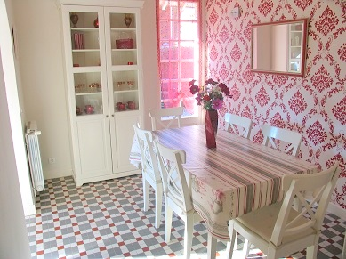 Dining room in Les Balcons holiday home in Le Grand-Pressigny France