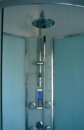 shower at Les Balcons holiday home in Le Grand-Pressigny France